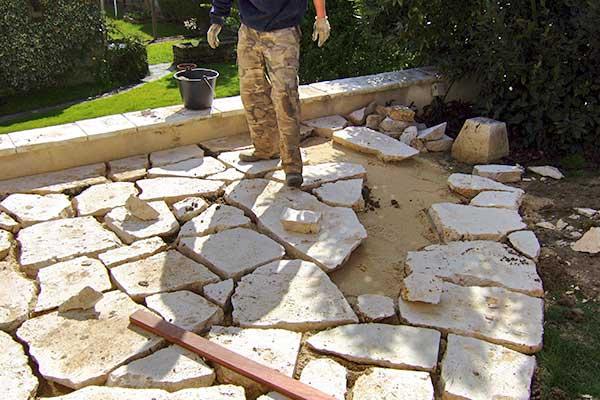pierre gazon en plaque